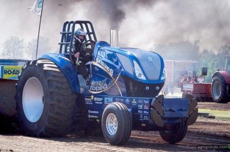 New Holland показал гоночные тракторы. Фото