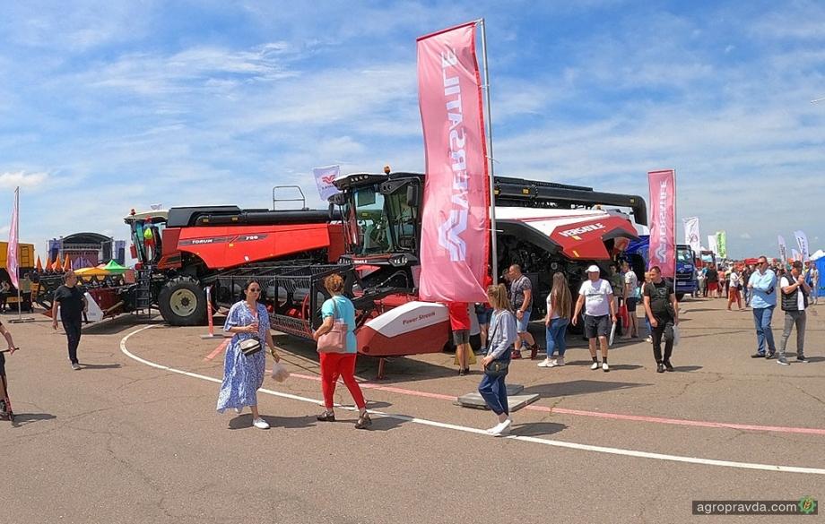 Мощные комбайны VERSATILE представили на выставке AGROSHOW