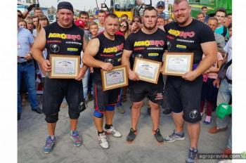На AGROEXPO-2017 богатыри установили рекорд Украины. Фото
