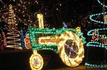 Новогодние трактора. Фото