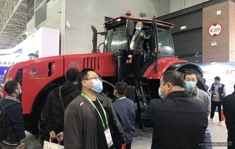 Новый трактор Беларус представили в Китае