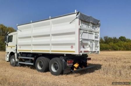 В Украине представили новый зерновоз