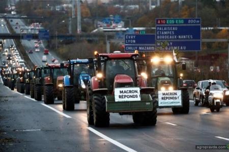 Фермеры на тракторах блокируют проезд в Париж