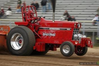 Как возник тракторный дрэг-рейсинг: история самого безбашенного соревнования