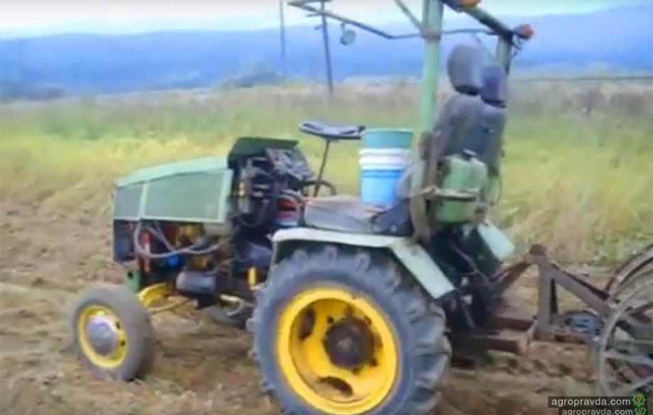 Умелец собрал трактор из ВАЗа. Видео