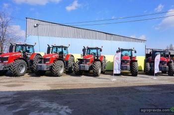 В крупном агрохолдинге ознакомились с особенностями трактора MF8737