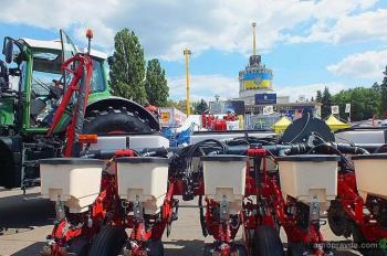 Challenger вывел на украинский рынок новую пневмосеялку 9830NT