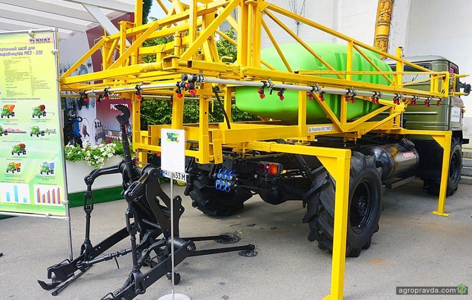 В Киеве представили битопливный автотрактор