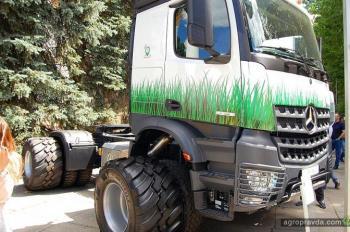 Mercedes-Benz предложил аграриям отказаться от бункеров-перегрузчиков