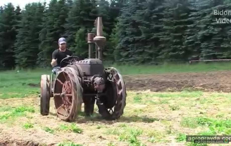 Соревнование раритетных тракторов. Видео