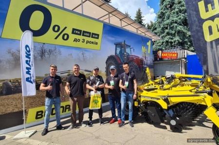На выставке в Киеве Bednar демонстрирует универсальный дискатор