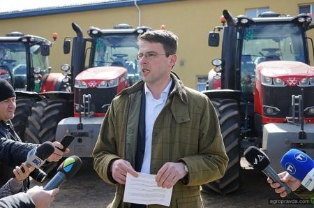 Крупная партия тракторов Massey Fergusson