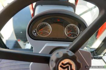 В Украине представили новый трактор Versatile