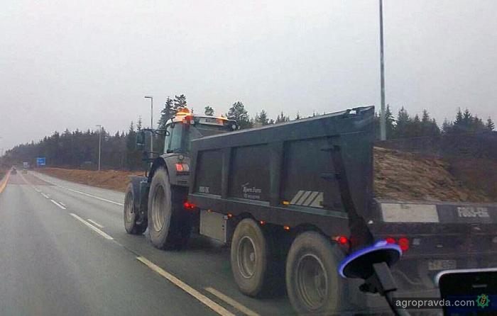 Трактор Fendt засекли на скоростном автобане. Фото
