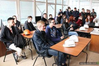 John Greaves помогает обучать будущих машиностроителей