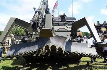 Тракторы на военной службе. Фото