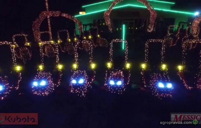 Рождественское световое шоу тракторов. Видео