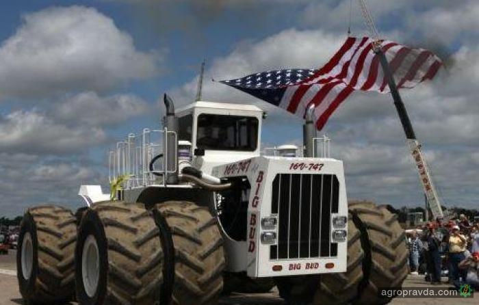 Самый большой в мире трактор: видео