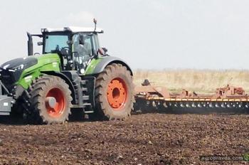 Первый трактор Fendt 1000-й серии вышел в поле в Украине. Видео
