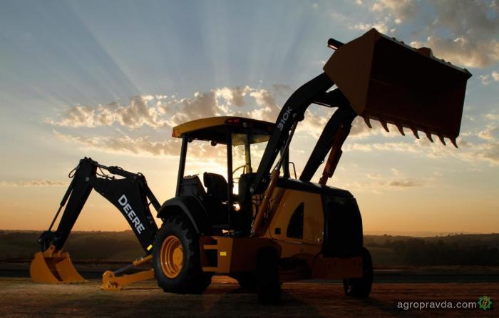 John Deere открывает новые заводы для производства погрузчиков