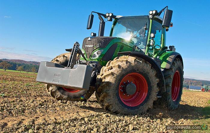 Новые разработки Fendt – трактора 500 Vario и 700 Vario с погрузчиком CargoProfi