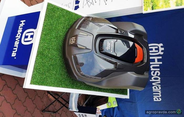 В Украине представили газонокосилку-робота