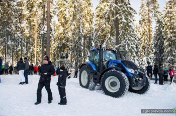 Выпущен спец-трактор Valtra X Red Bull Crashed ICE. Фото