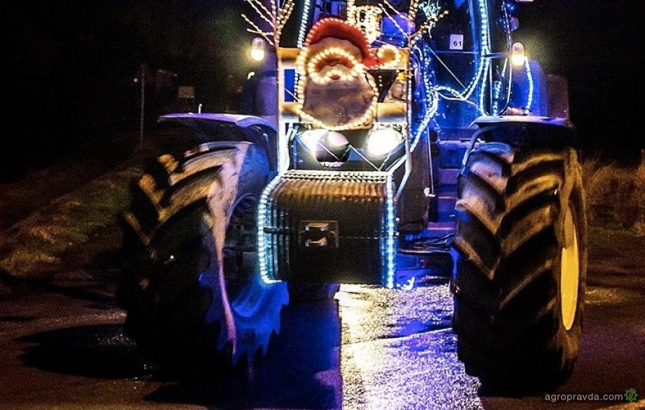 New Holland возглавил парад тракторов. Фото