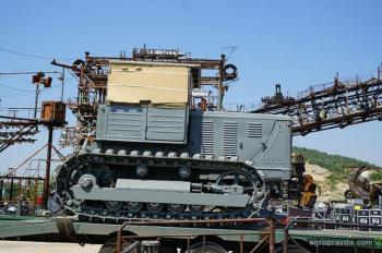 В Крым привезли уникальный трактор