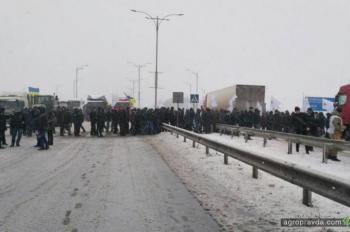 Аграрии заблокировали автомагистрали. Фото