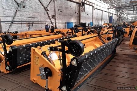 Как работает крупнейший завод по производству жаток в Украине. Фото