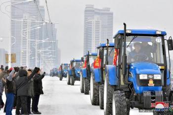 Парад тракторов в Северной Корее. Уникальные фото