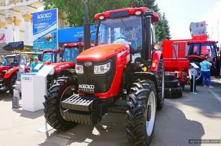 В Киеве представили обновленный трактор YTO 1024