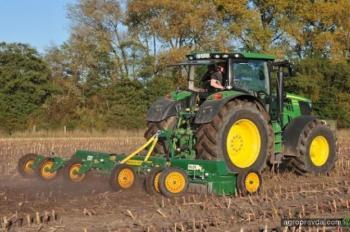 Тест девяти агрегатов для кукурузного поля