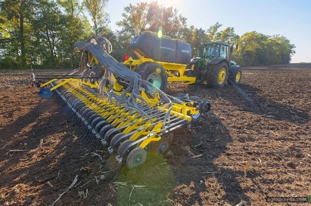 Асортимент зернових сівалок BEDNAR в Україні розширюється