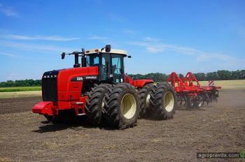 Трактор Versatile 2375 представили на Международном дне поля