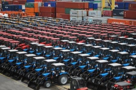 У кого Украина покупает трактора