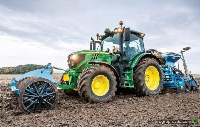 John Deere оснастил трактора 6R новым джойстиком