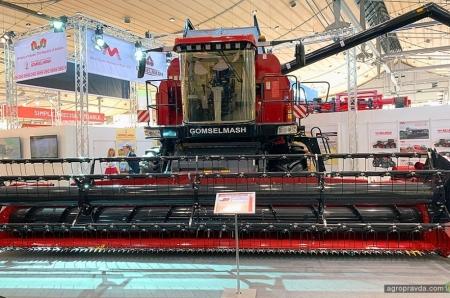 «Гомсельмаш» показал новое поколение газомоторного комбайна