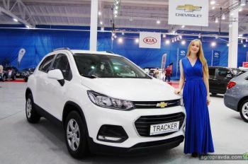 На агровыставке в Кропивницком представили сотню автомобилей для фермеров