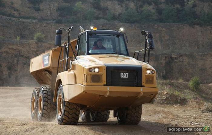 CAT представил новые внедорожные грузовики