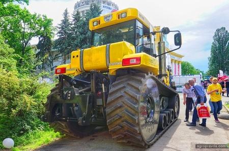 В Киеве представили сверхмощный украинский трактор