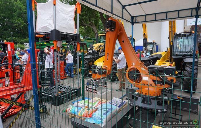 Как работает робот для аграриев. Видео