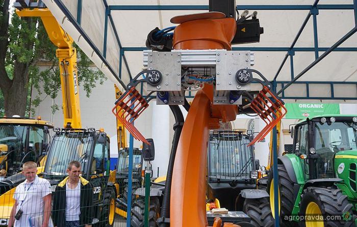 В Киеве представлен уникальный робот для аграриев. Видео