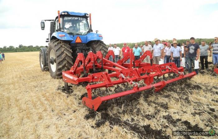 «Лозовские машины» продолжают полевые демонстрации техники