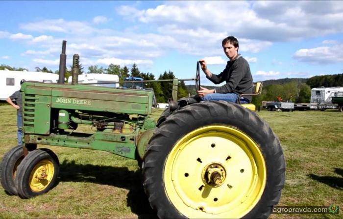 Раритетные тракторы John Deere в работе. Видео