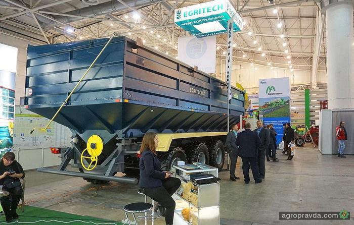 Egrotech представил 40-кубовый бункер-перегрузчик