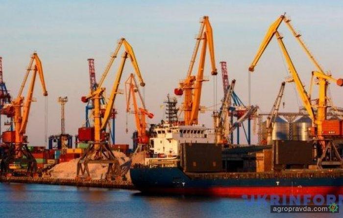 Кабмин снизил все портовые сборы на 20%