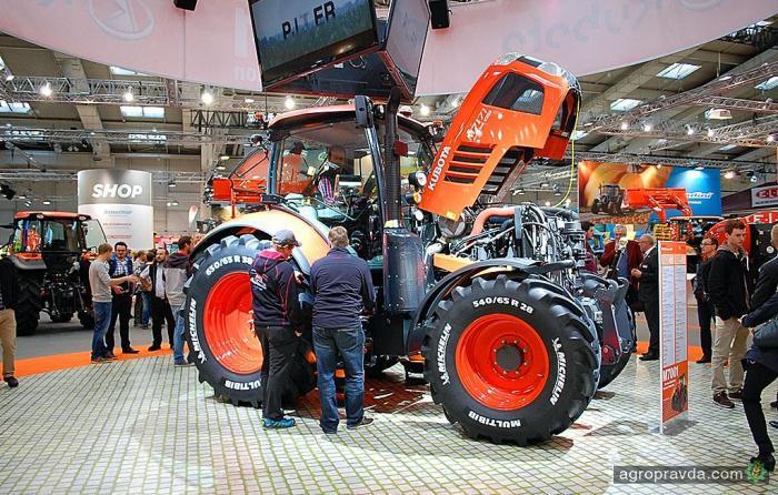 Япония готова дать Украине в лизинг 300 тракторов