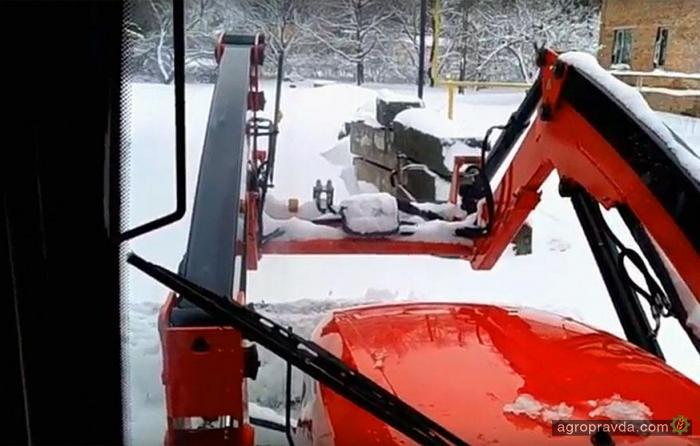 На что способен трактор Zetor в борьбе со снегом. Видео